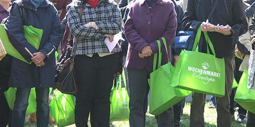 Jeder kauft mit der grünen Tasche ein
