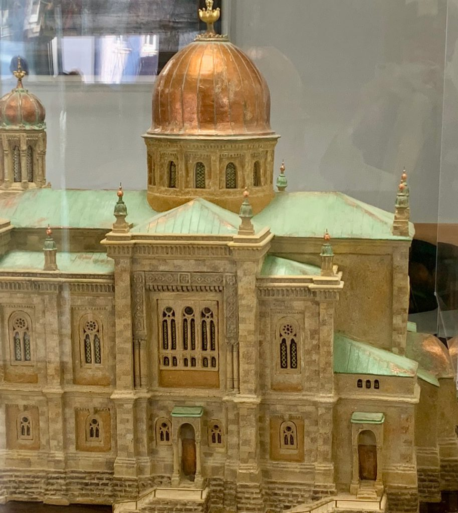 Führung in der Synagoge der Israelitischen Kultusgemeinde