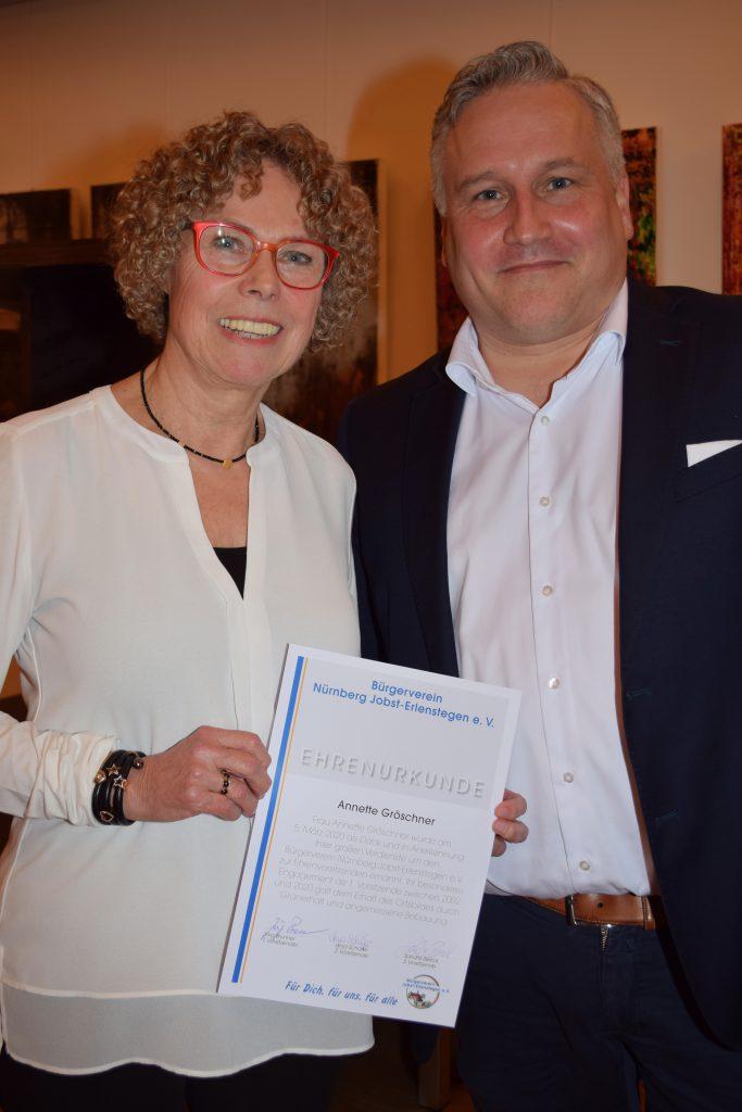 Annette Gröschner wird zur Ehrenvorsitzenden gewählt